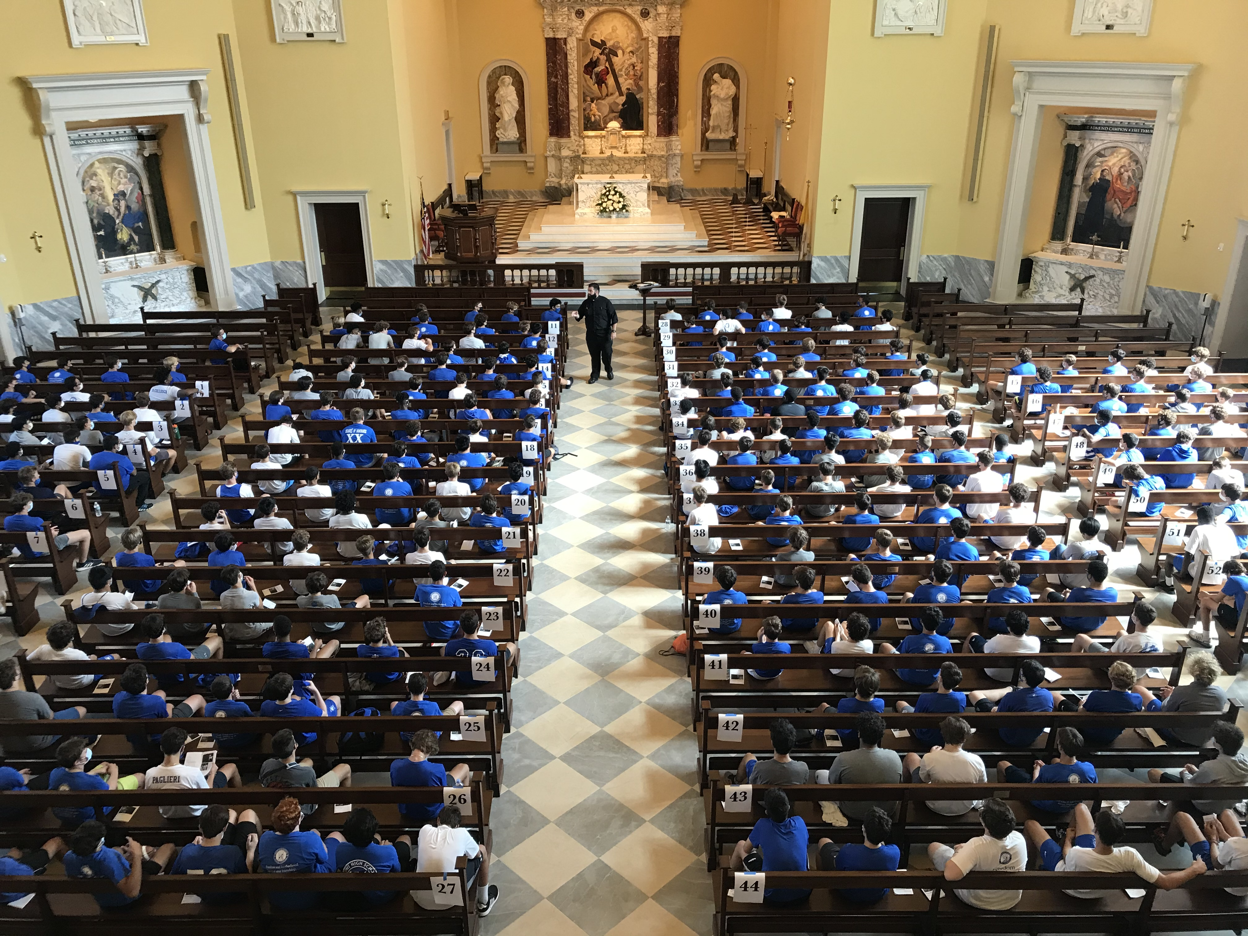Students fill Holy Cross Chapel, renovated in 2018. / Jimmy Mitchell